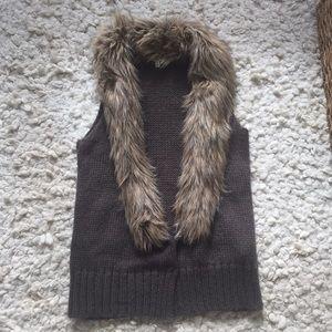 NWOT BB Dakota Faux Fur Trim Sweater Vest Small